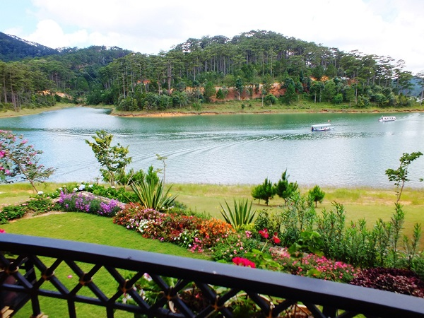 Tuyen-Lam-See-Highlights-in-Dalat